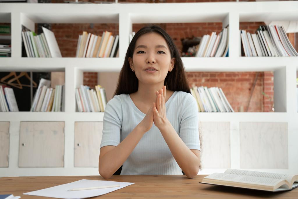 Femme présentant un webinar en ligne